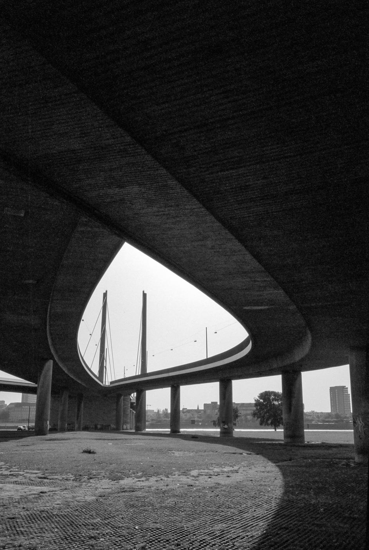 Düsseldorf, Rheinkniebrücke - Structure I