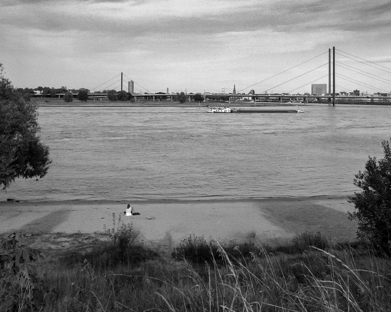 Düsseldorf, bei der Bremerstrasse - Rhein, Solo I